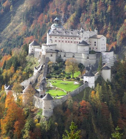 Burg_Hohenwerfen_ws.jpg